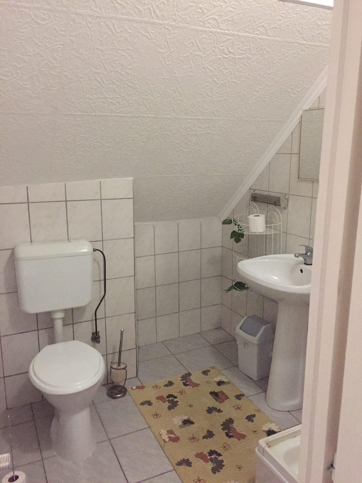 Saját fürdő, WC